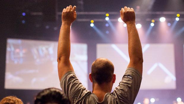 When To Praise