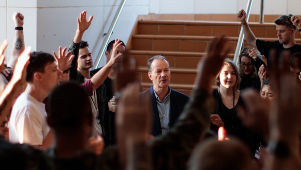 4 Ways to Finish a Sermon That Inspires People to Action